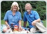 About Us - Mr. & Mrs S sur le picnique